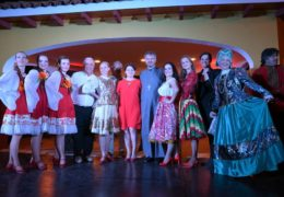 Концерт «Калинки» и «Малинки» в коммуне Нюнёа