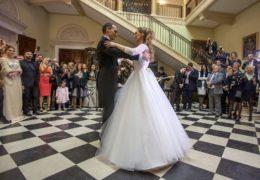 Принц Михаило Карађорђевић и Љубица Љубисављевић сјединили су се у светој тајни брака вјенчањем на Опленцу