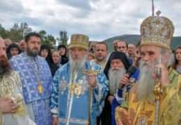 Митрополит Амфилохије и Епископ каракаски РЗЦ Јован на Малу Госпојину одслужили Литургију у Подластви Грбаљској