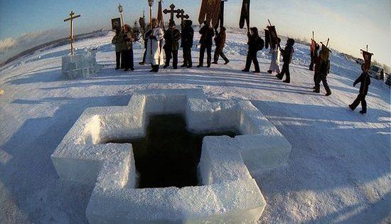 На Богојављење вода у целом свету постаје света