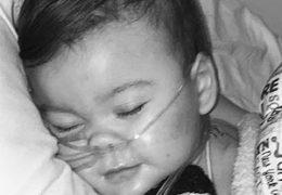 Зачем британское государство умертвило двухлетнего ребенка