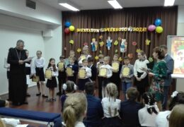 Награждение участников и победителей конкурса «Красота Божьего мира» на торжественной линейке в школе при Посольстве России в Чили
