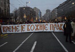 Многотысячный крестный ход в поддержку верующих Черногории прошел в Белграде