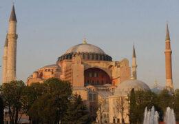 El presidente de Turquía, Recep TayyipErdogan, firmó un decreto para convertir Santa Sofìa en mezquita