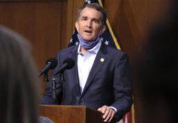 Cobertura de abortos —Sin límites— gobernador de Virginia, Ralph Northam, firma proyecto de ley nuevo