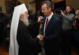 Сербская Православная Церковь наградила отставного офицера греческих ВМC, который отказался участвовать в нападении НАТО на Югославию