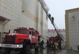 Неизвестный мужчина вывел детей из кинозала горевшего в Кемерове ТЦ