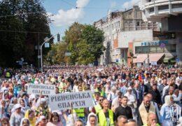 300 тысяч верующих Украинской Православной Церкви приняли участие в Крестном ходе в День Крещения Руси