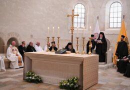 Глава Фанара на Афоне убеждал братию в необходимости единения с католиками