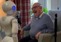 Машине неговатељице? Британија покушава да роботима надомести самоћу старих у домовима