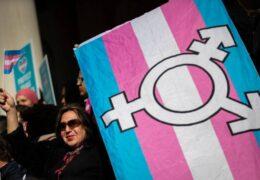 Disipación en Kansas: Hombre transgénero elegido a la asamblea legislativa del estado